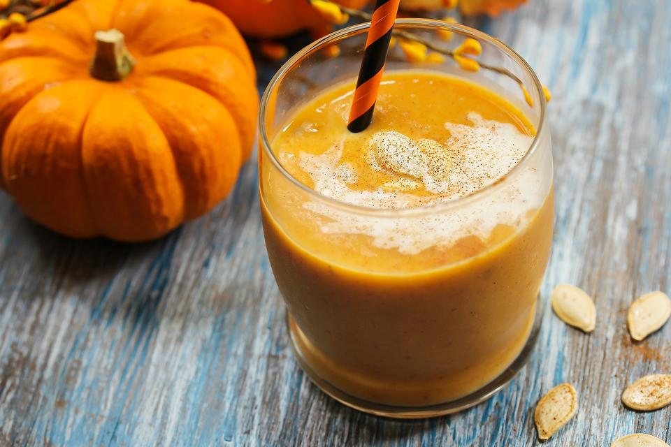 How to Make a Creamy & Healthy Pumpkin Spice Smoothie ...