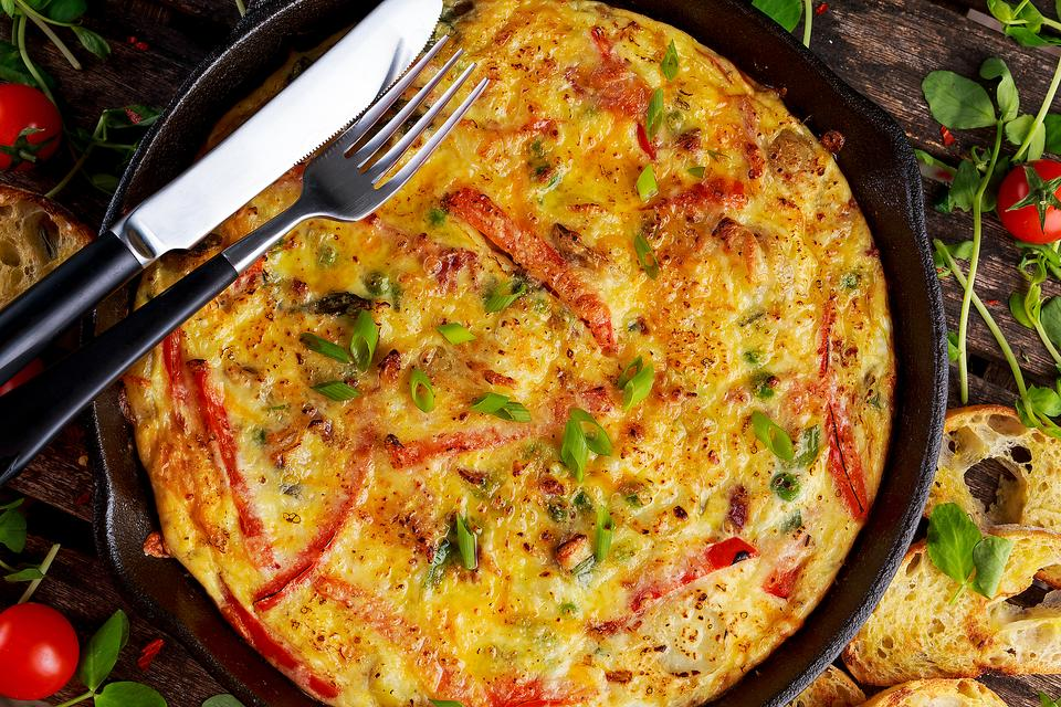How to Make a Freakin' Good Red Pepper, Spinach & Feta Frittata!