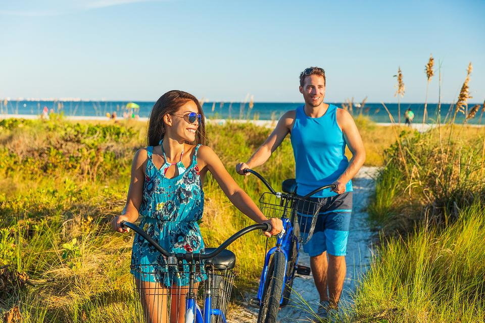 How to Stay Fit While Traveling: 7 Fitness Tips for Vacation Travel