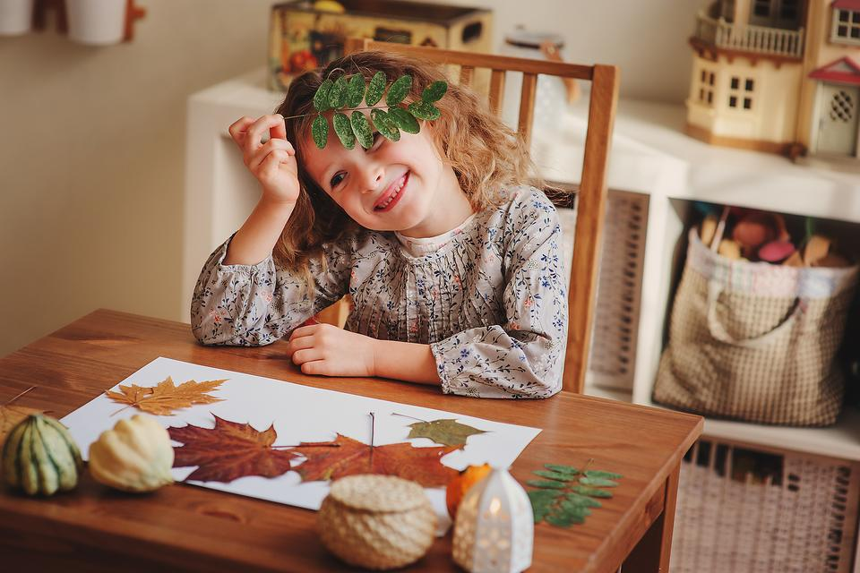 How to Turn Fall Leaves Into Thanksgiving Placemats (& Fun for the Kids)!