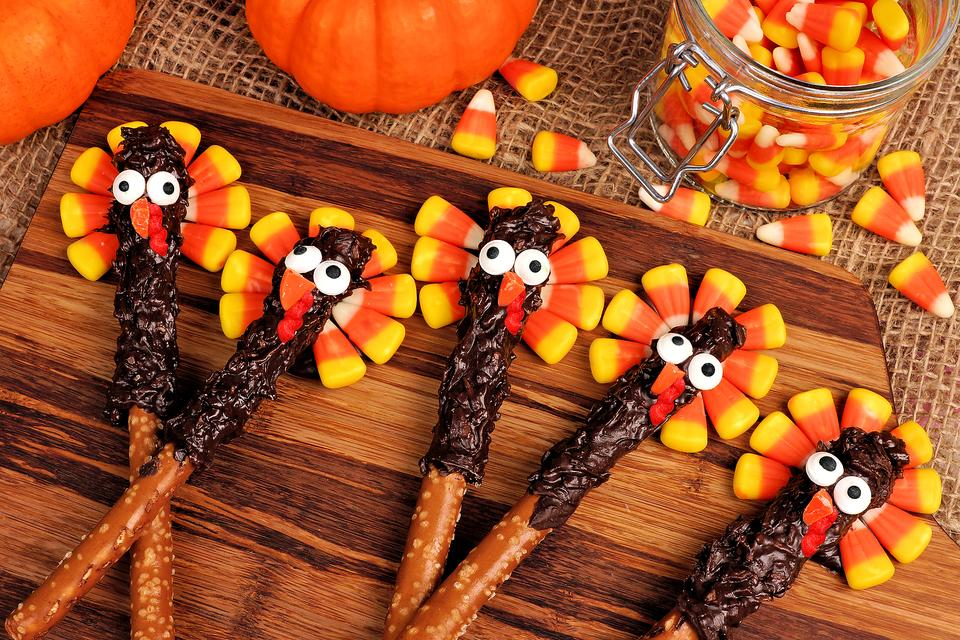 Thanksgiving Fun Food Ideas: How to Turn Pretzels Into Adorable Turkeys!
