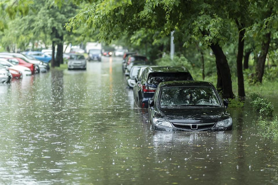Hurricane-Damaged Vehicles: 3 Ways to Spot a Flood-Damaged Car, Truck or SUV