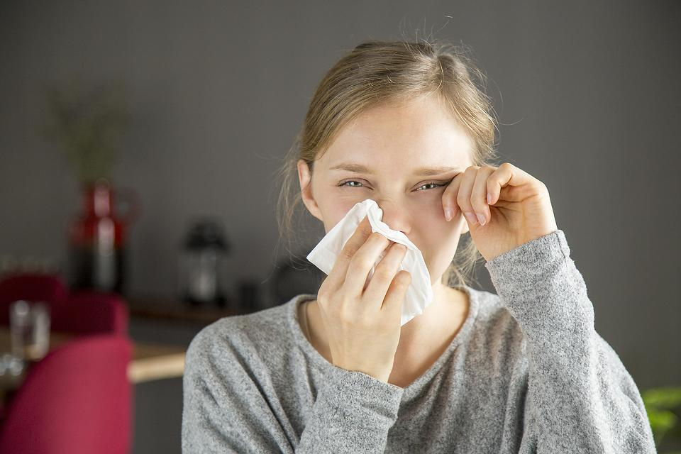 Is My Sore Throat From Fall Allergies or Coronavirus? 4 Major Differences Between Allergies & COVID-19