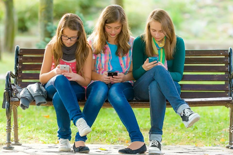 Is Your Kid's Social Media Usage Out of Control? 5 Ways to Curb Tech Addiction!