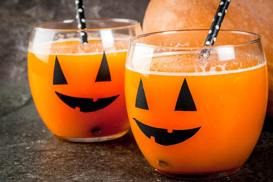 Halloween Drinks for Kids: How to Make a Healthy Orange & Carrot Juice With No Added Sugar
