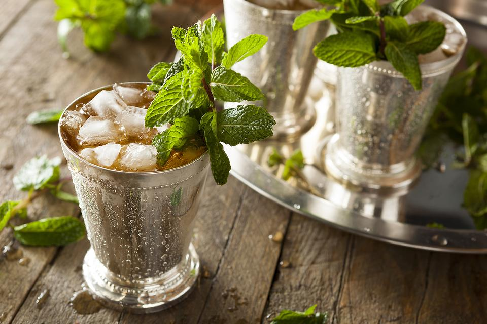 Kentucky Cocktail Classics: How to Make a Refreshing Mint Julep!