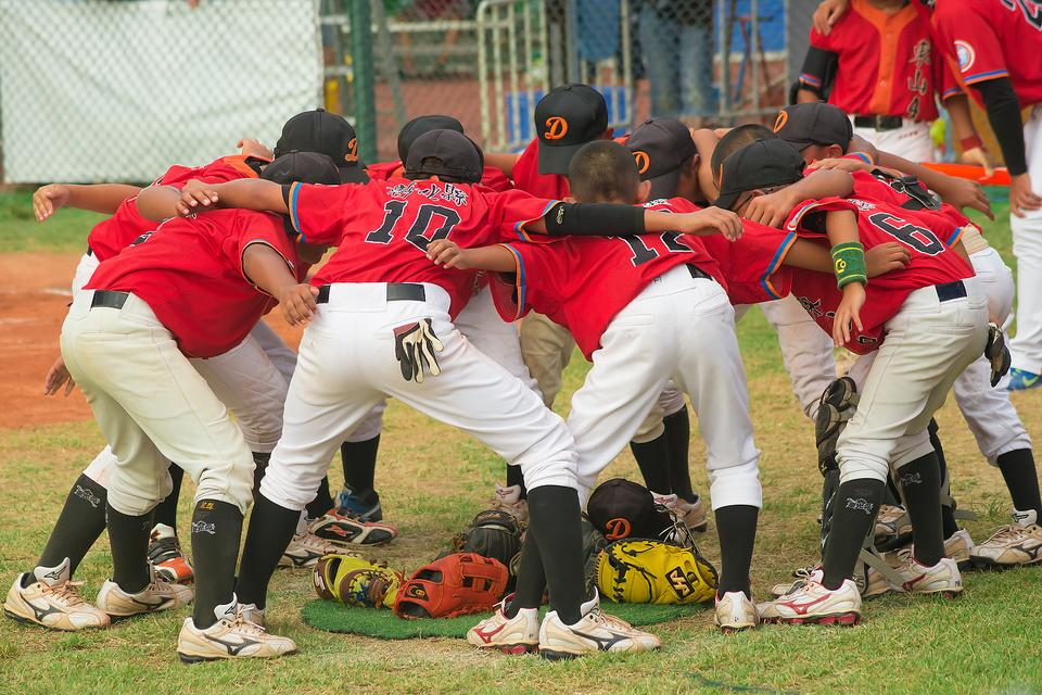 Kids & Team Sports: 3 Reasons Parents Should Hold the Scholarship Thoughts & Just Have Fun