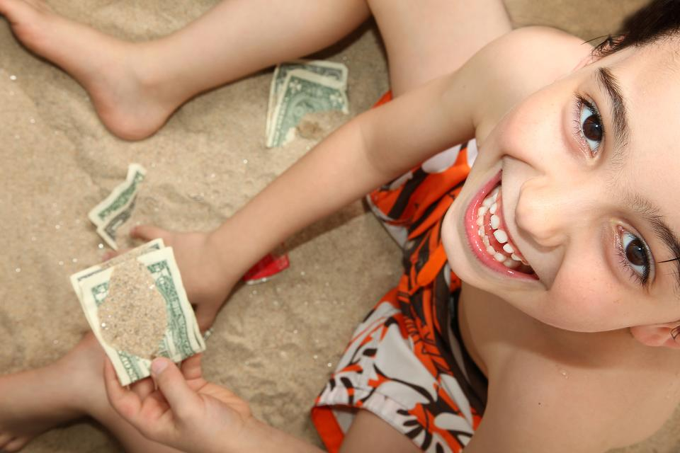 Kids Want to Buy Everything on Vacation? Here's How to Fix It & Teach Money Skills!