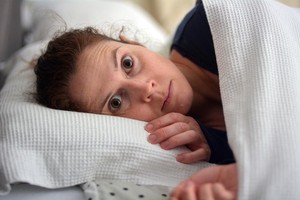 Lack of Sleep: 6 Surprising Things That Happen When You Don't Get Enough Sleep (No. 3 Is Scary!)