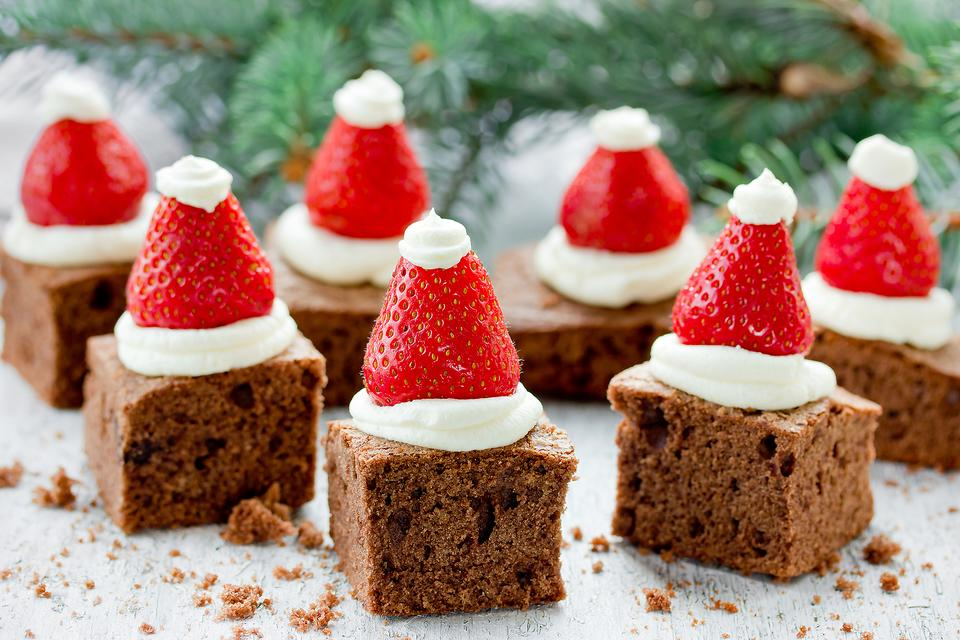 Last-Minute Christmas Treats: How to Make Easy Strawberry Santa Hats!