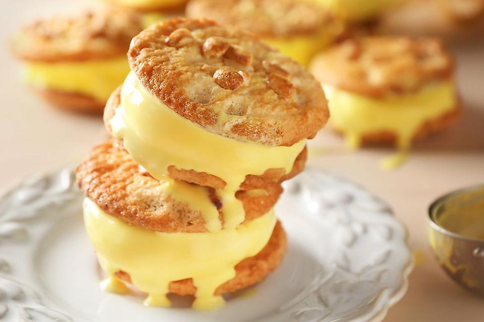 Lemon Ice Cream Sandwiches Recipe: Fun Cookie Ice Cream Sandwiches With Lemon Ice Cream