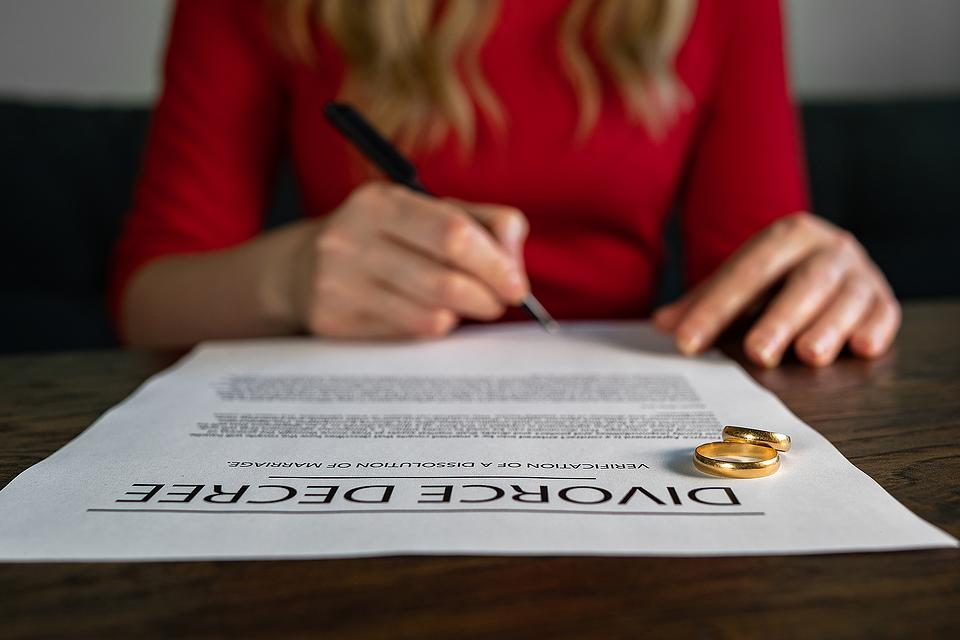 Looking for the Right Lawyer for Your Divorce? 12 Questions to Help You Choose the Right Divorce Professional
