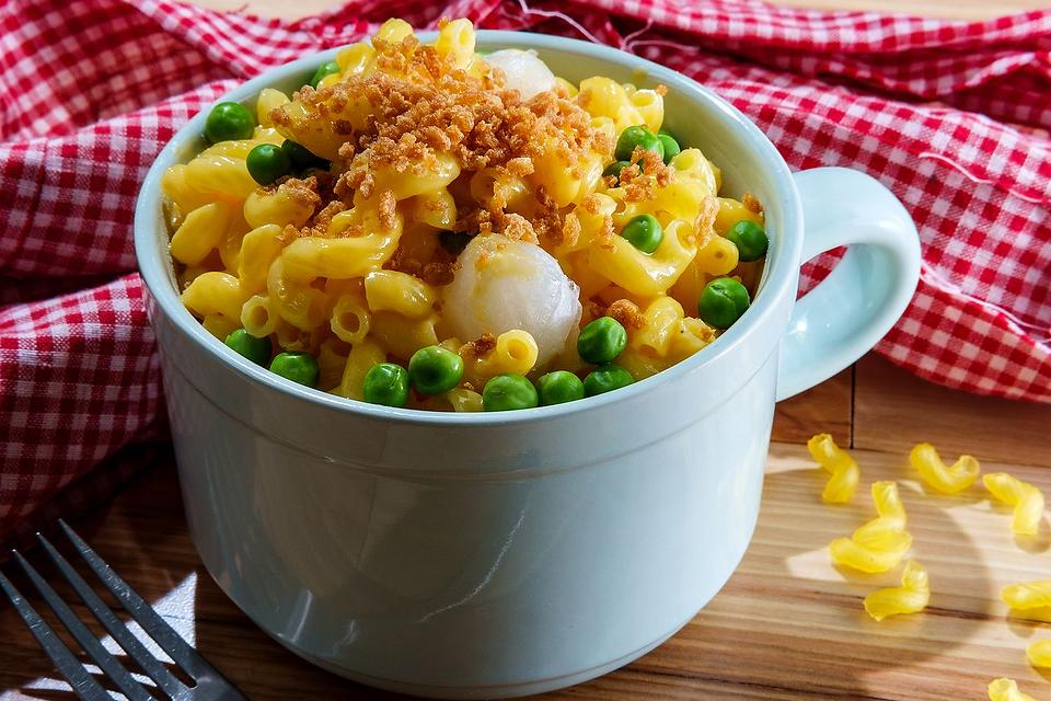 Best Mac & Cheese Recipes: Rich & Creamy Cheddar Macaroni & Cheese Recipe With Peas & Pearl Onions
