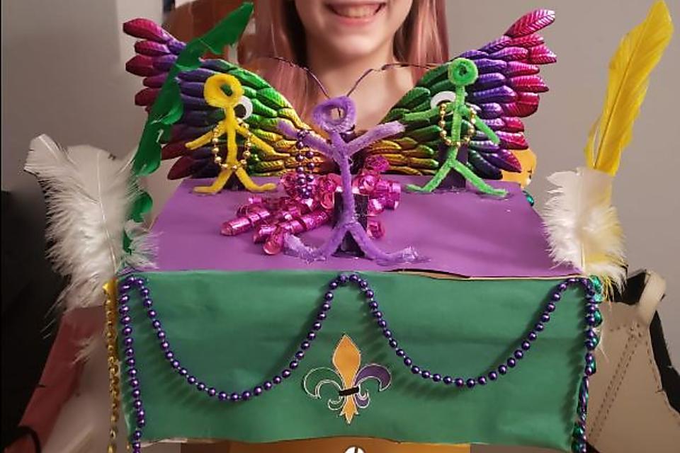 Mardi Gras Crafts for Kids: How to Make a Mardi Gras Shoebox Float