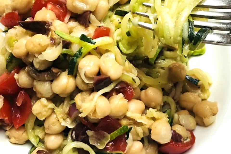 Mediterranean Zucchini Spirals With Olives, Chickpeas & Tomatoes (You'll Love This Low-Calorie Recipe!)