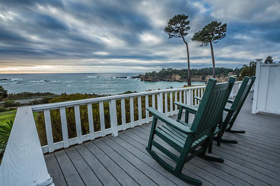 Mendocino County: Travel Back in Time for an Old-fashioned Winter Holiday in Northern California
