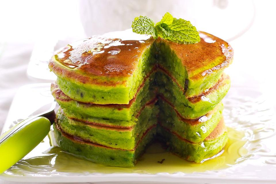 Pancake Recipes: Don't Worry, This Easy Matcha Pancakes Recipe Is Supposed to Be Green