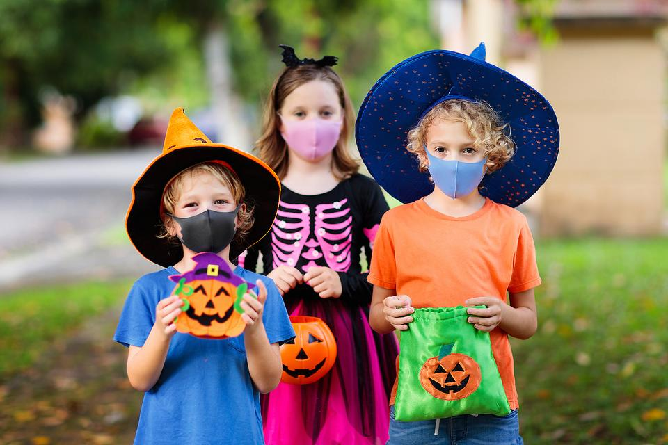 ​Parents Can Create New Halloween Traditions During the Coronavirus Pandemic: 6 Fun Halloween Activities for Families