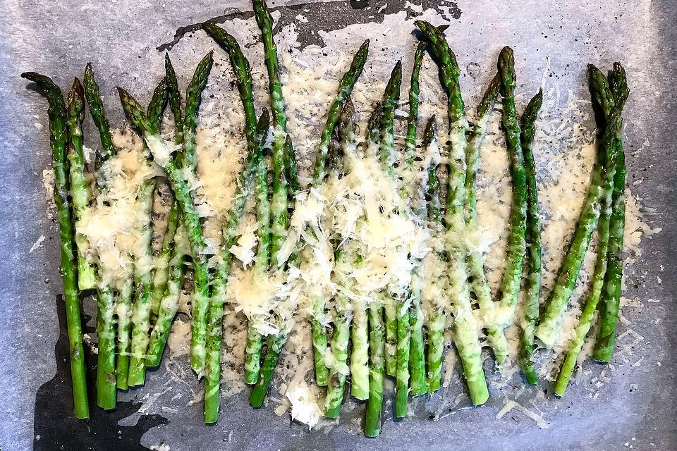 Easy Asparagus Recipes: This Baked Parmesan Asparagus Recipe Is Cheesy & Flavorful