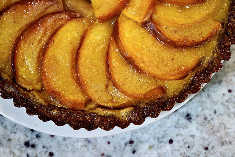 5-Ingredient Peach Tart Recipe: This Vegan Peach Tart Recipe Is Beyond Easy to Make
