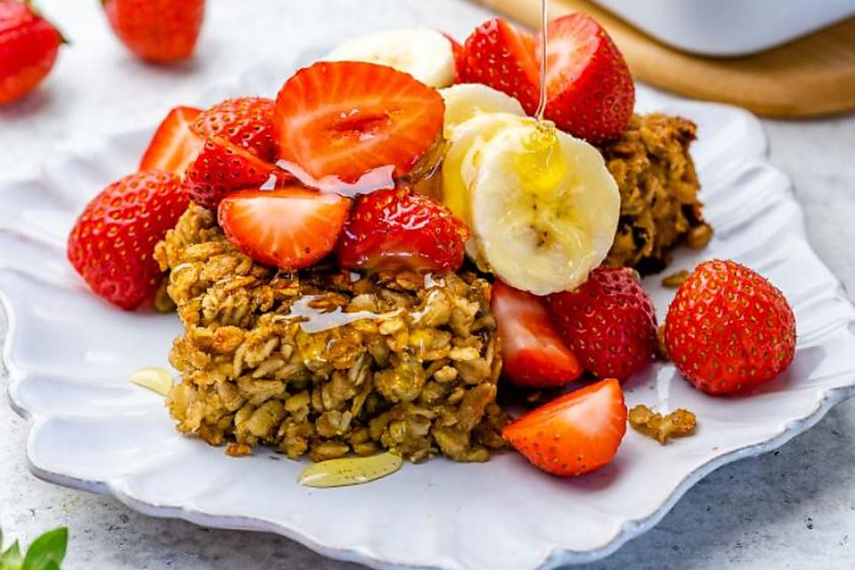 Baked Oatmeal Recipe: This Easy Peanut Butter Baked Oatmeal Recipe Smells & Tastes Amazing
