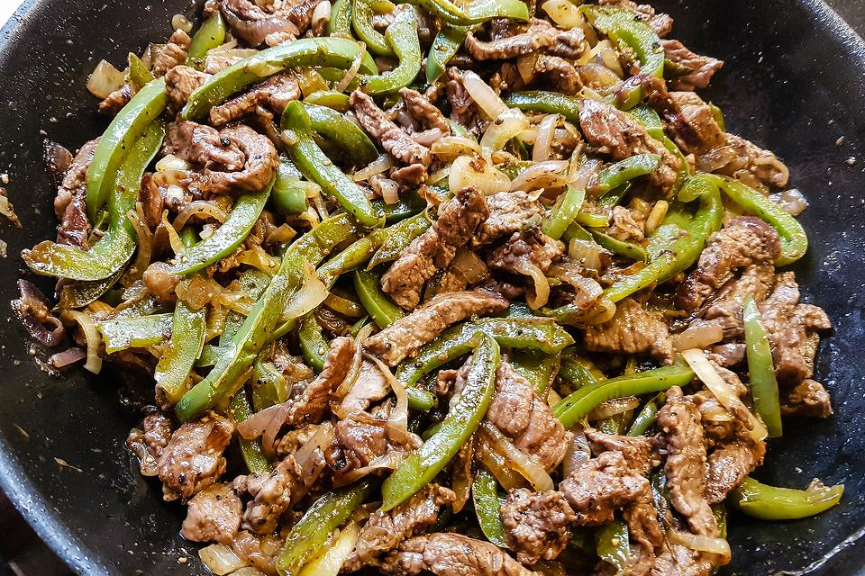 Beef Pepper Steak Recipe: This Easy Pepper Steak Recipe Is a One-Pan Wonder & Ready in About 20 Minutes