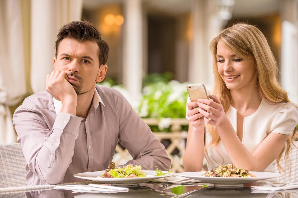 Pphubbing Can Hurt Relationships! Are You Guilty of It? Find Out!