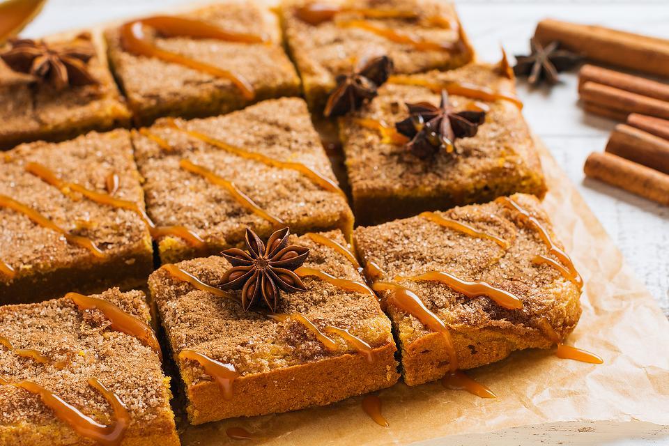 Cinnamon Sugar Pumpkin Spice Blondies Recipe: Moist Pumpkin Bars Recipe Tastes Like a Fall Snickerdoodle