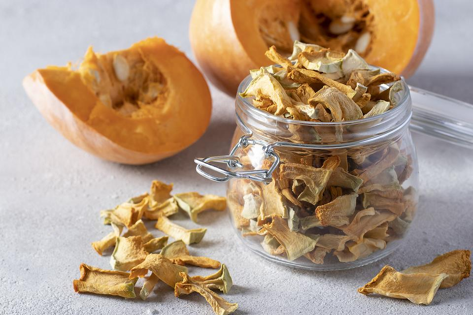 Crispy Pumpkin Chips Recipe: This Healthy Baked Pumpkin Chips Recipe Is Another Reason to Love Fall