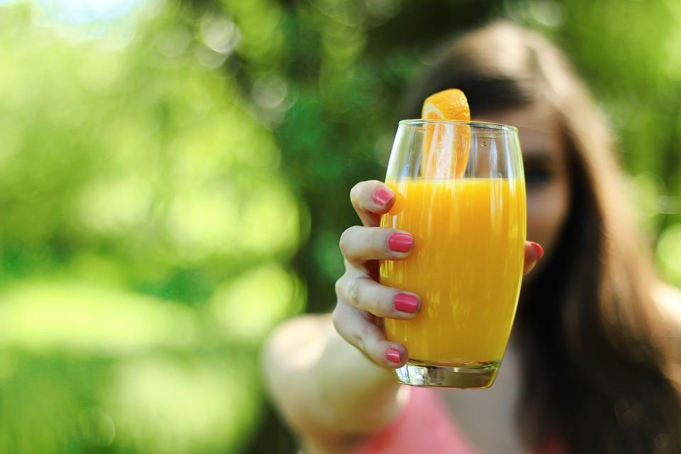 Put the Squeeze on Juice for Health & Weight Loss (Don't Drink Your Calories)!