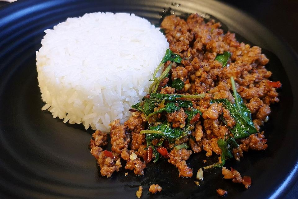 This Quick Thai Ground Beef Recipe With Basil & Jalapeno Is Ready in About 20 Minutes