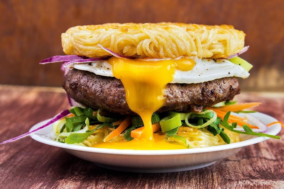 Easy Ramen Burger Recipe: This Ramen Noodle Bun Recipe Is a Thing