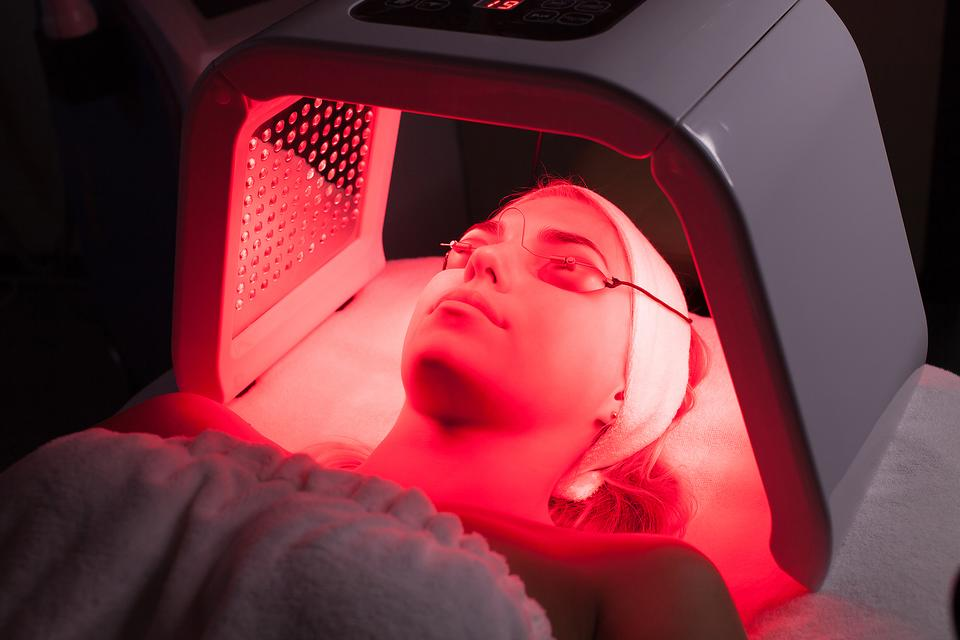 Red Light Therapy: The New Wave of Drug-Free Healing for Chronic Pain