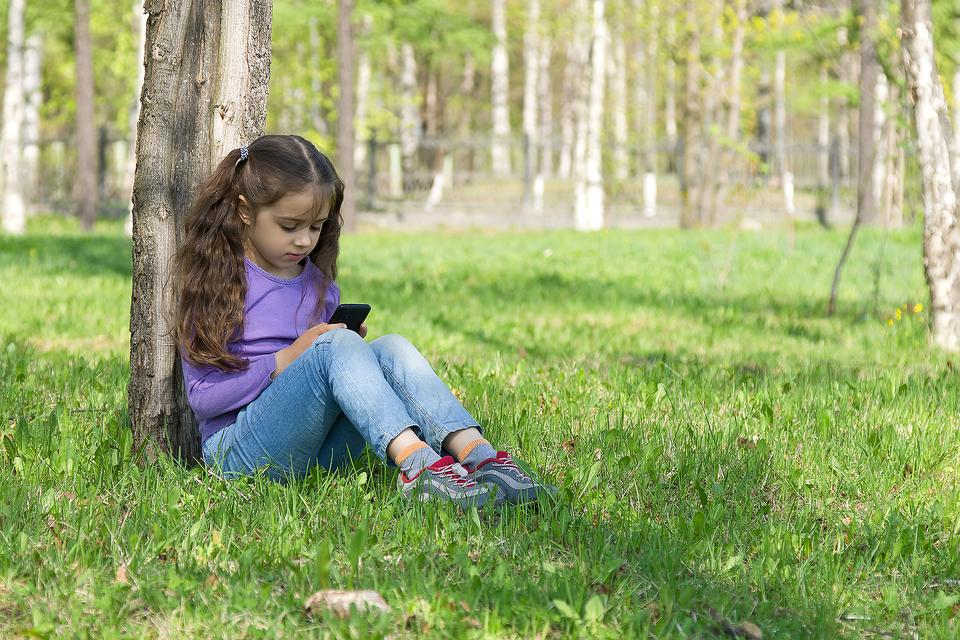 Online Filtering & Monitoring Tools: 22 Resources for Parents to Keep Tabs on Kids While Online!