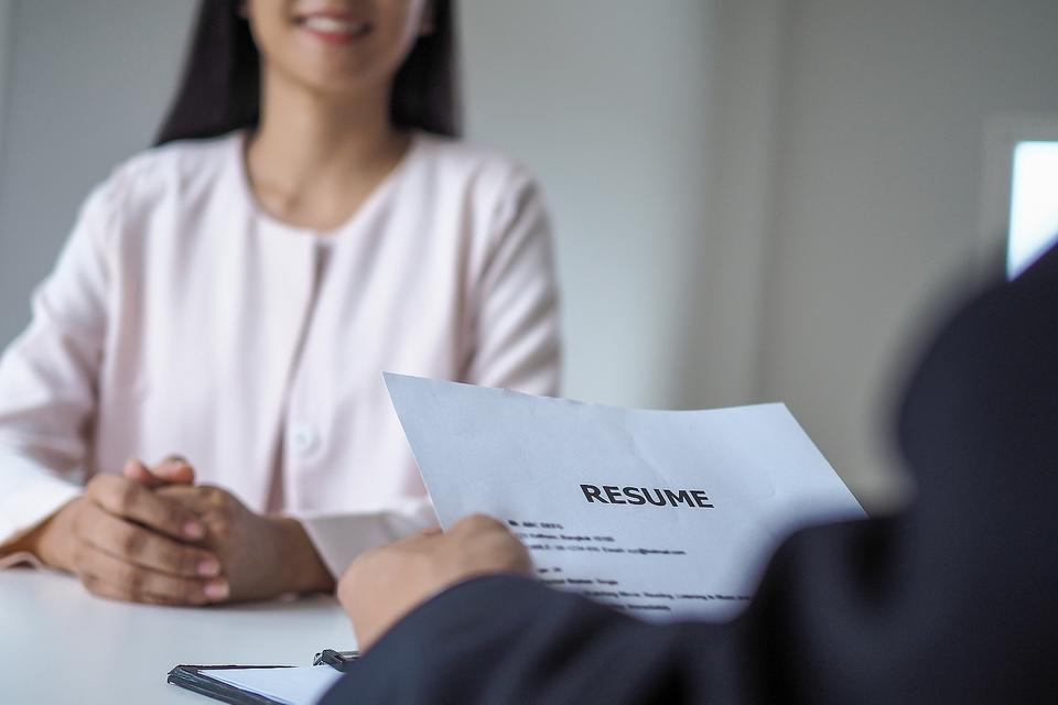 Resume Building: 4 Ways High School Students Can Enhance Their College Resumes This Summer While Staying Safe From COVID-19