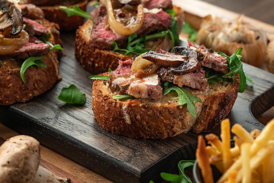 Roast Beef Crostini Recipe: Beef Tenderloin Crostini With Caramelized Mushrooms & Garlic Mayonnaise