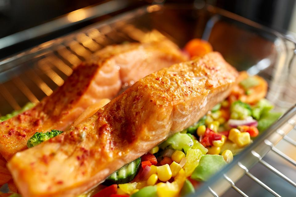 Healthy Salmon Recipes: This Baked Salmon Recipe With Mixed Vegetables Helps You Eat the Rainbow