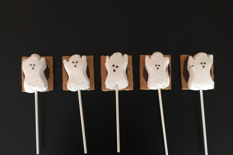 Scare Me S'more! How to Make Ghost S'more Pops for Halloween!