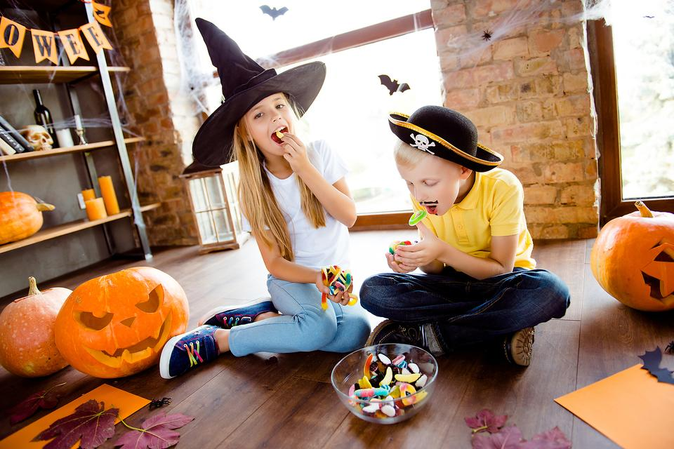 Too Much Sugar: 4 Signs Your Child Is Overdosing on Halloween Candy
