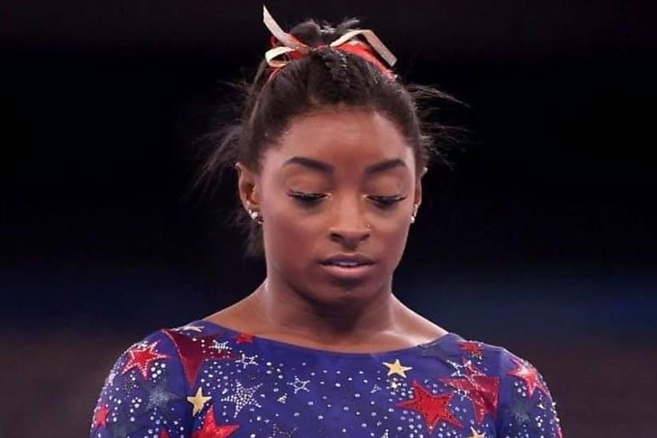 """Simone Biles Prioritizes Mental Health: Even Our """"Superhuman Beings"""" (Athletes) Aren't Invincible to Mental Health Issues"""