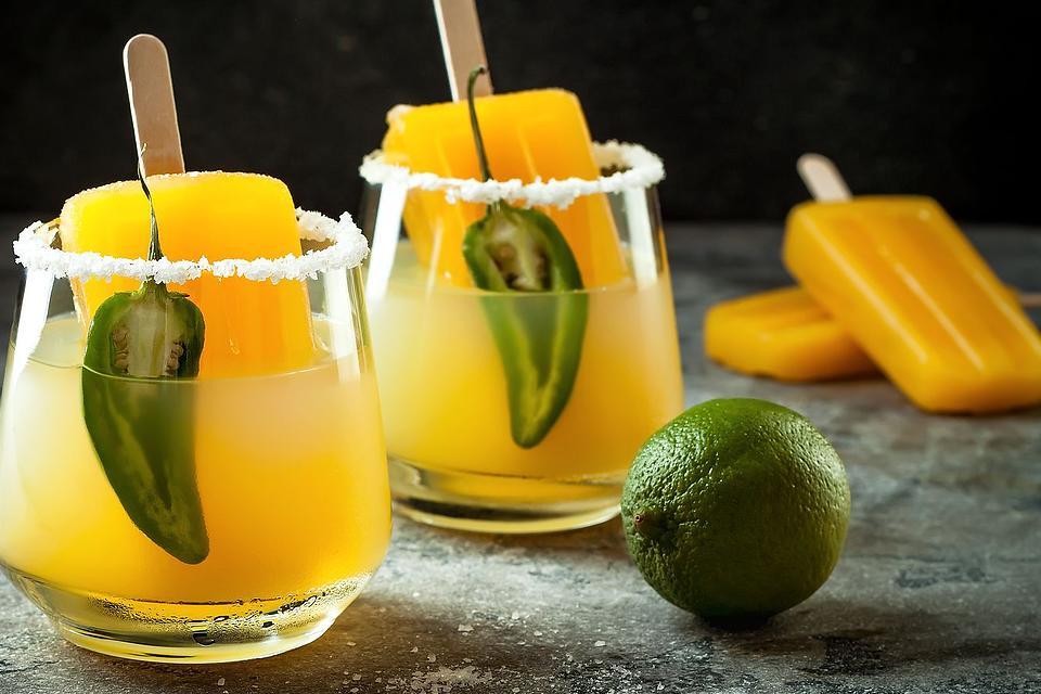 Easy Mango Margarita Recipe: This Spicy Jalapeno Mango Margarita Recipe Is Summer Fun in a Glass