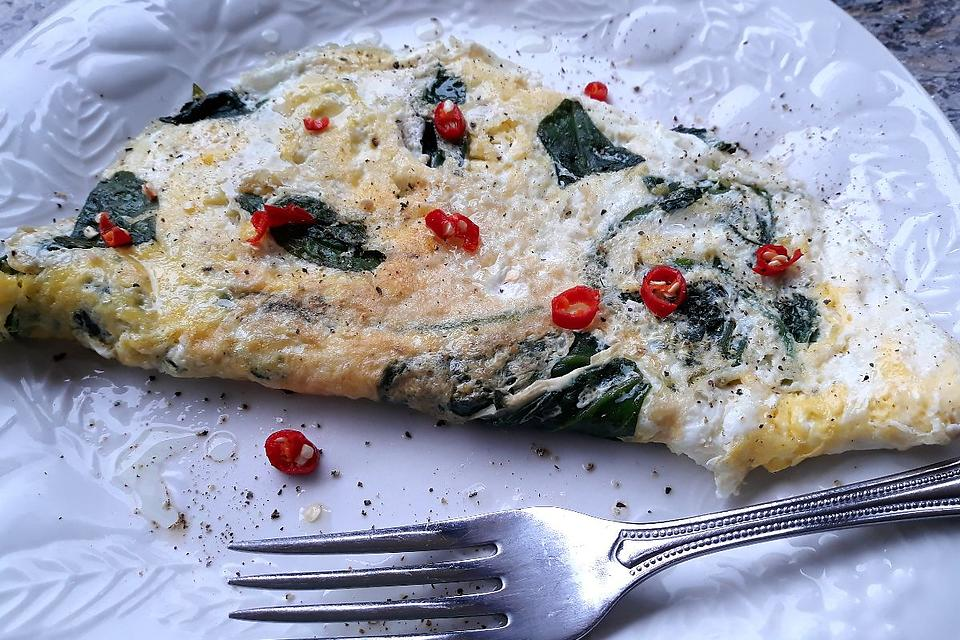 This Spinach Omelette With Cayenne Oil Recipe Is a Healthy Way to Start Your Day