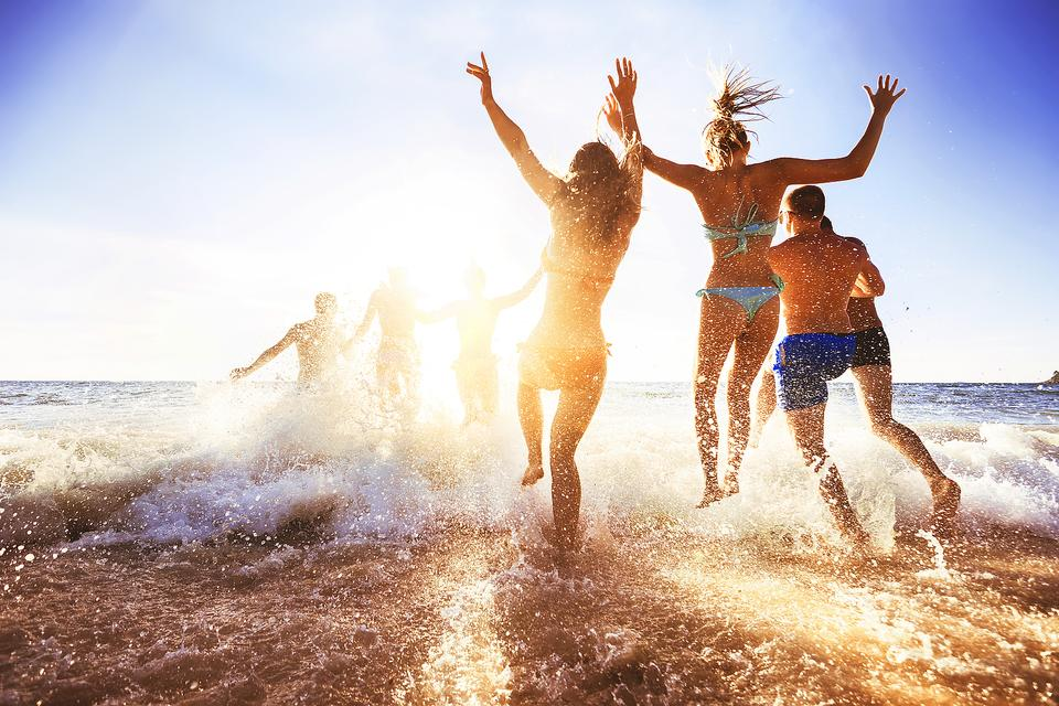 Spring Break Health Smarts: 6 Reasons Your Teen Should Seek Medical Care in Paradise