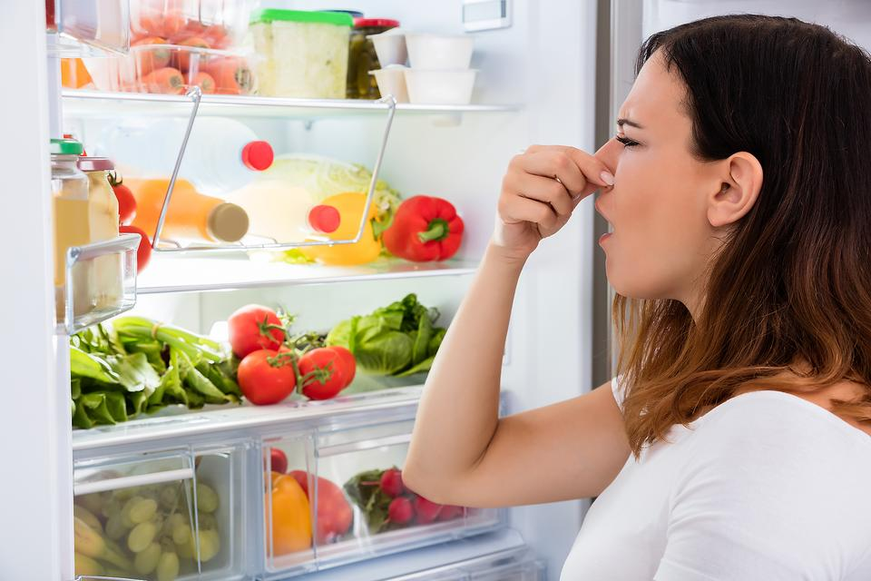 Spring Clean Your Kitchen: 6 Ways to Clean Your Pantry & Refrigerator!