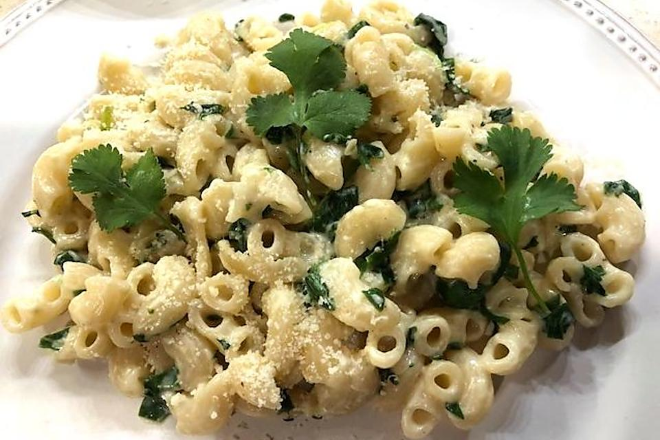 This Alfredo Pasta With Spinach Recipe Is a Fun St. Patrick's Day Main Dish or Side Dish