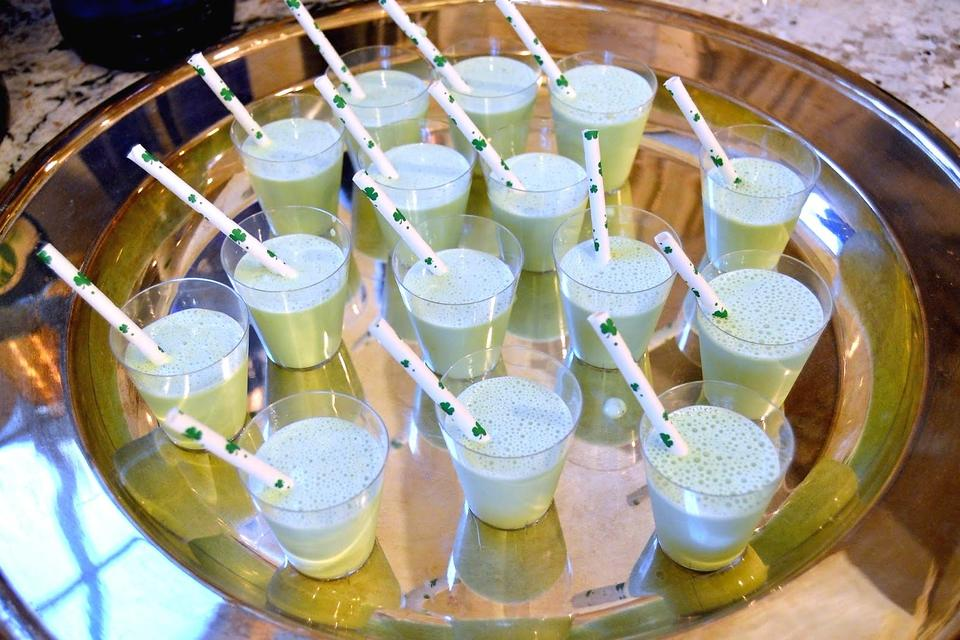 St. Patrick's Day Cocktails: 5 Easy Drinks for Your St. Paddy's Day Celebration!