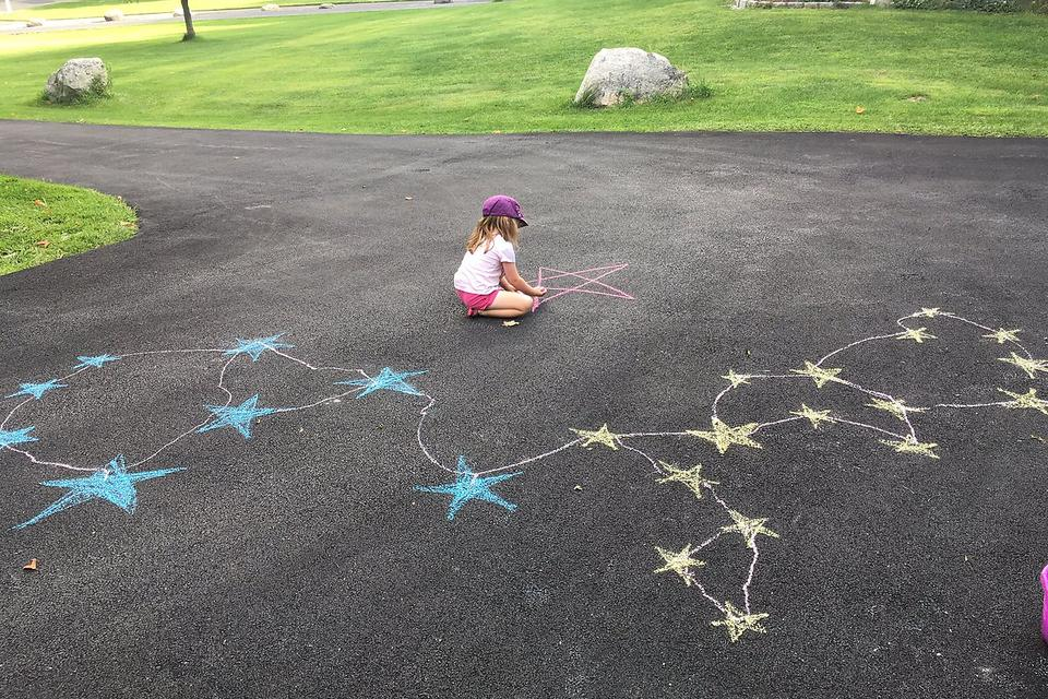 Science Activities: Here's a Fun Way to Introduce Your Kids to the Stars (& Not Hollywood)