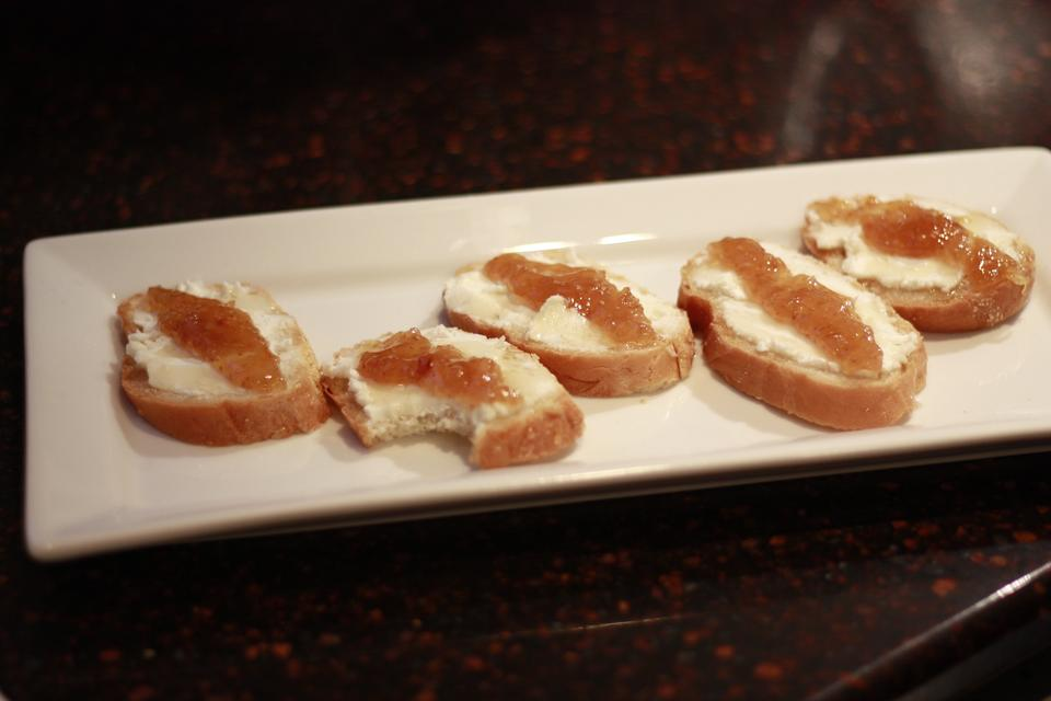 Goat Cheese & Fig Crostini: Steal the Spotlight With This Savory Appetizer!