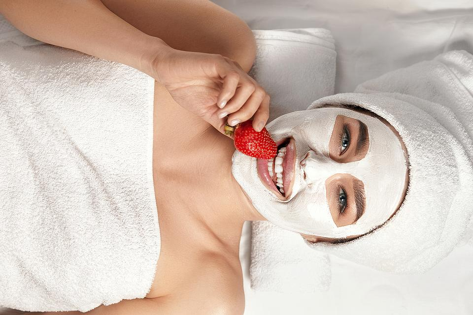 Strawberry DIY Beauty Treatments: Try This Strawberries & Cream Moisturizing Face Mask Recipe