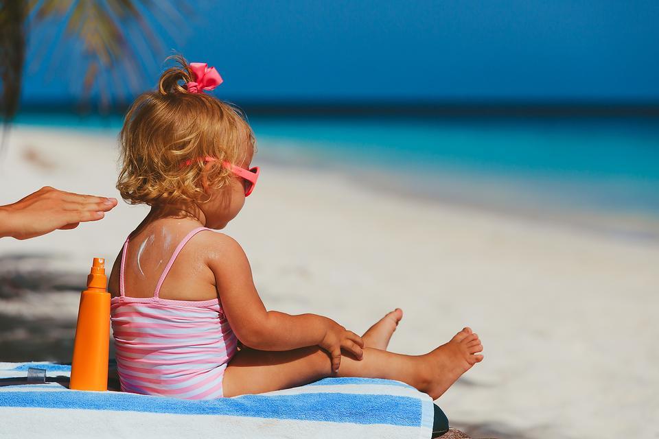 Sunburn & Kids: When to Call the Doctor & Tips to Avoid Sunburn
